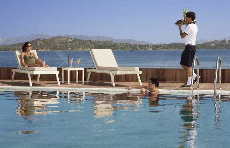 La Maddalena Hotel & Yacht Club - Pool - 8