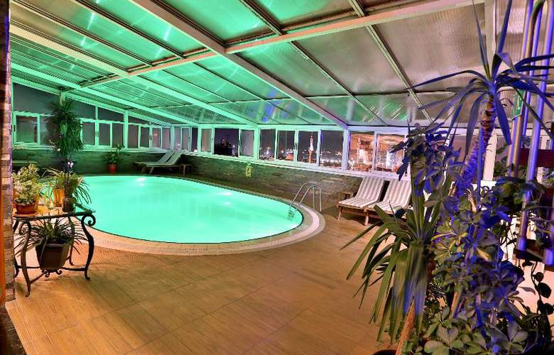 Zurich - Pool - 38