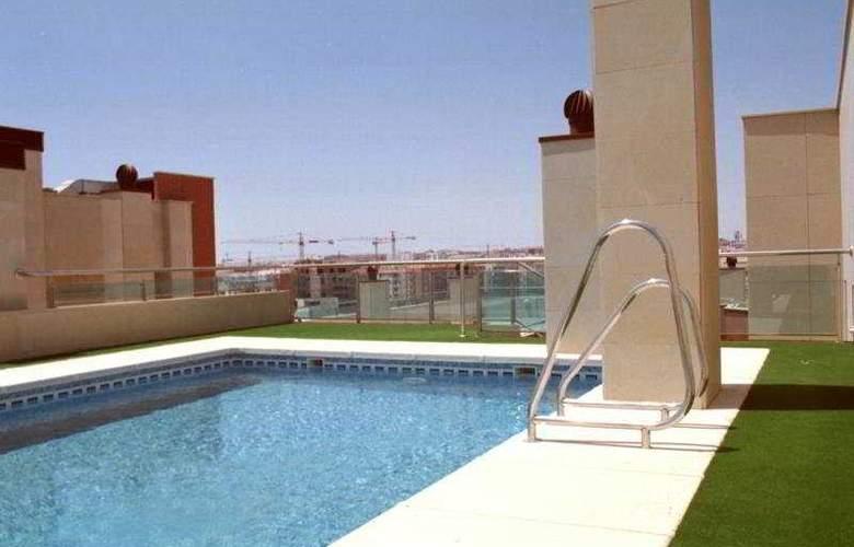 Gran Hotel Victoria - Pool - 4