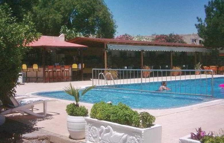 Hadi Apartments - Pool - 7
