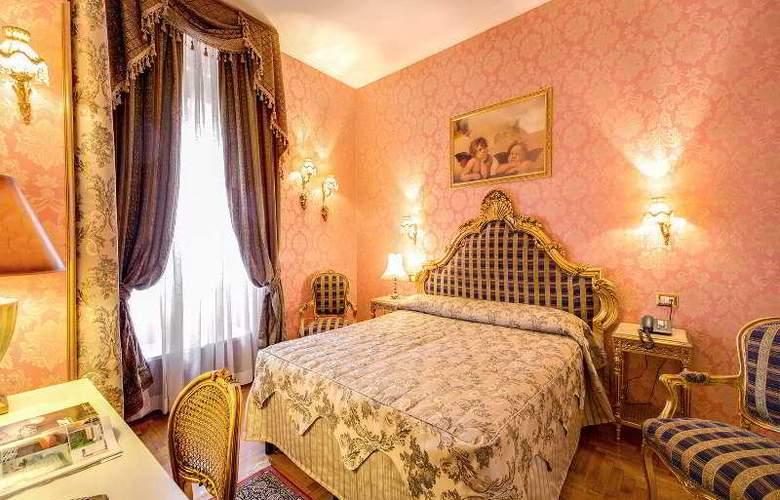 Romance - Room - 21