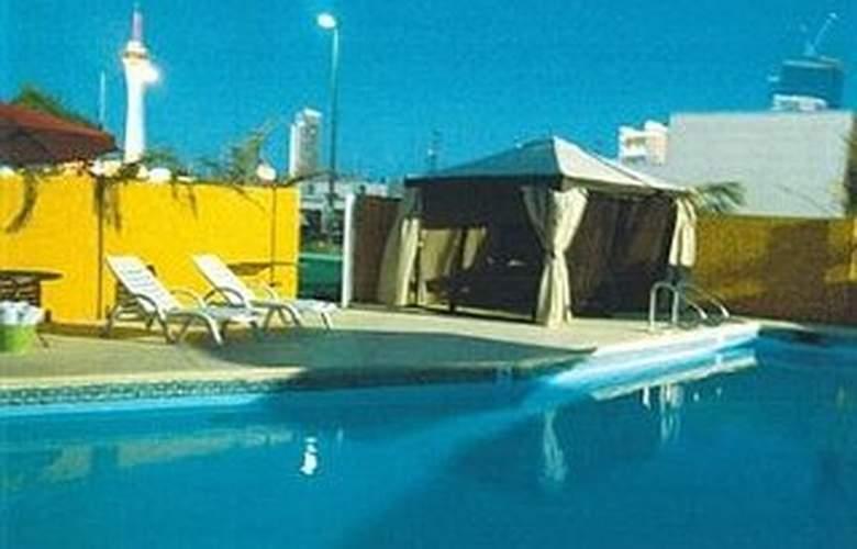 Claremont Las Vegas - Pool - 5