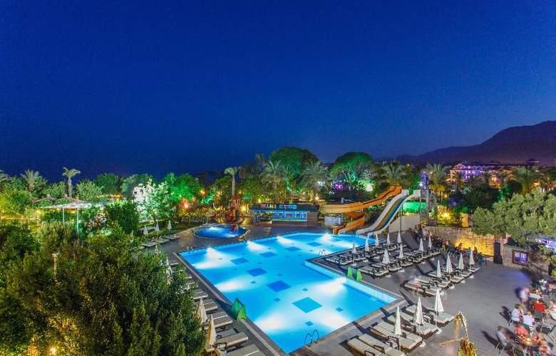 Novia Lucida Beach Hotel - Pool - 3