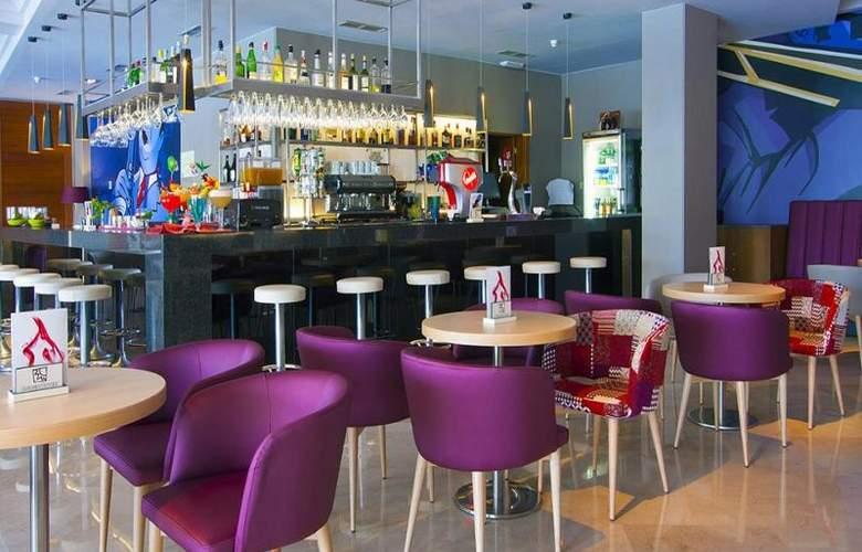 Golden Taurus Park Resort - Bar - 19