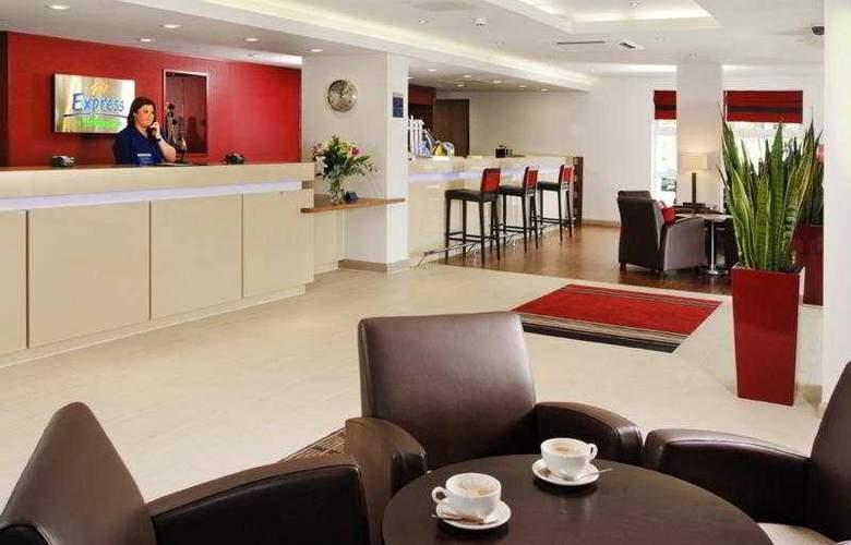 Holiday Inn Express Swindon - West - General - 2