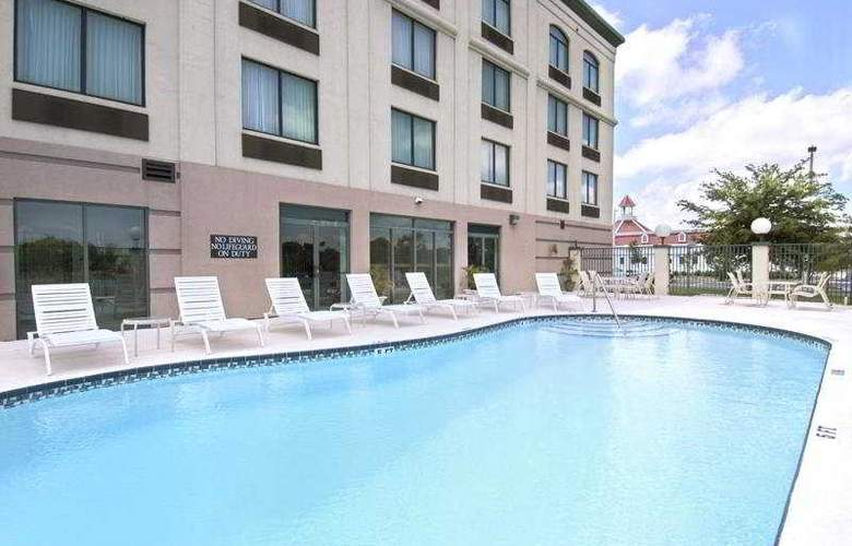 Wingate by Wyndham Clearwater - Pool - 4