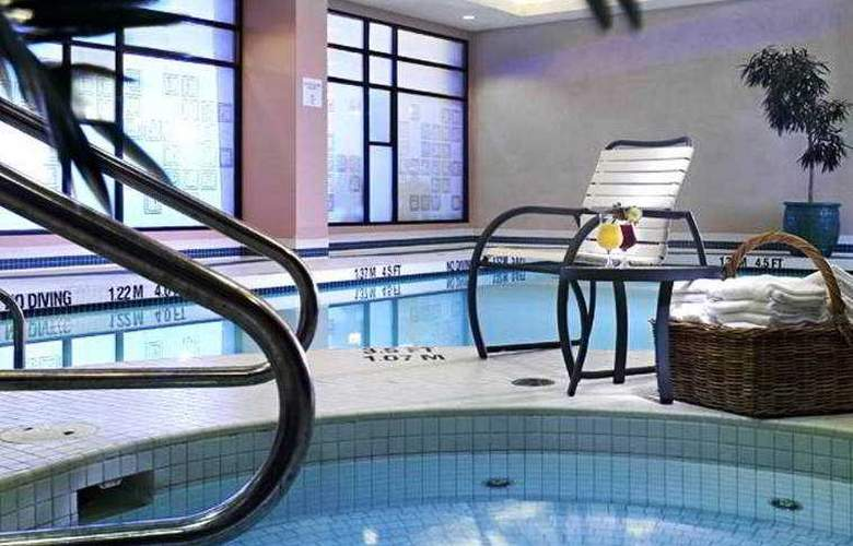 Four Points by Sheraton Vancouver Airport - Pool - 3