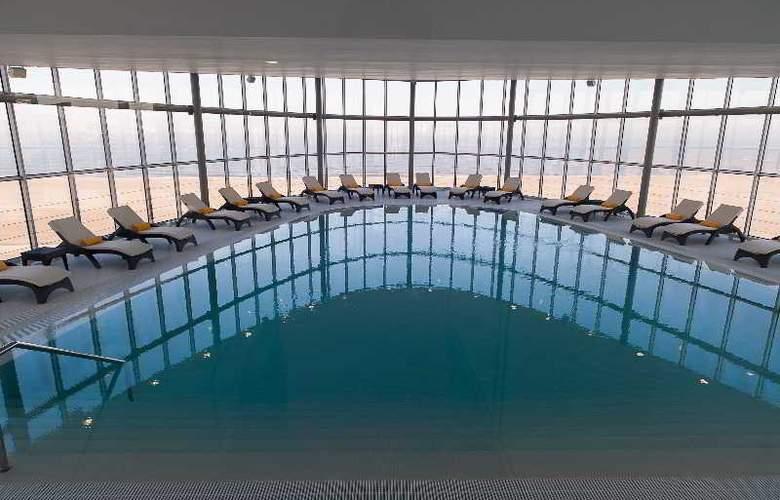 Eurostars Oasis Plaza - Pool - 39