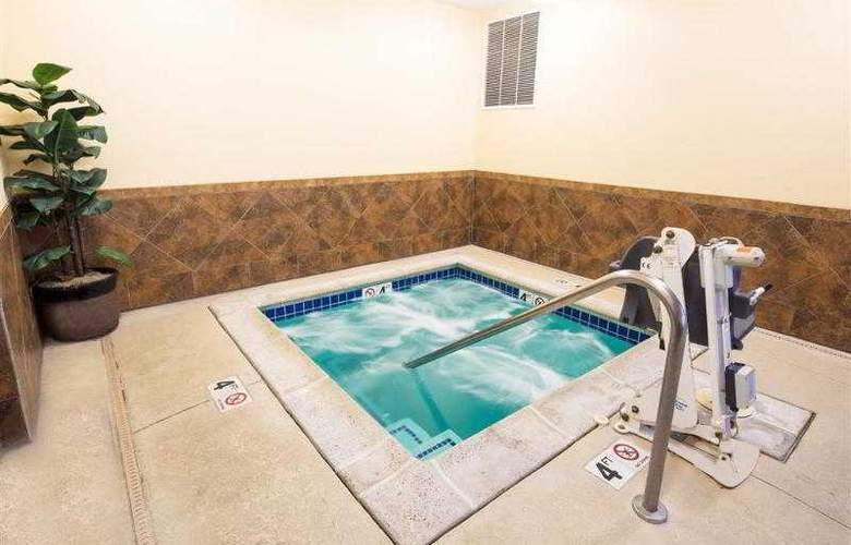 Best Western Plus Eastgate Inn & Suites - Hotel - 1