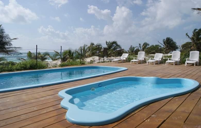 Los Lirios - Pool - 11