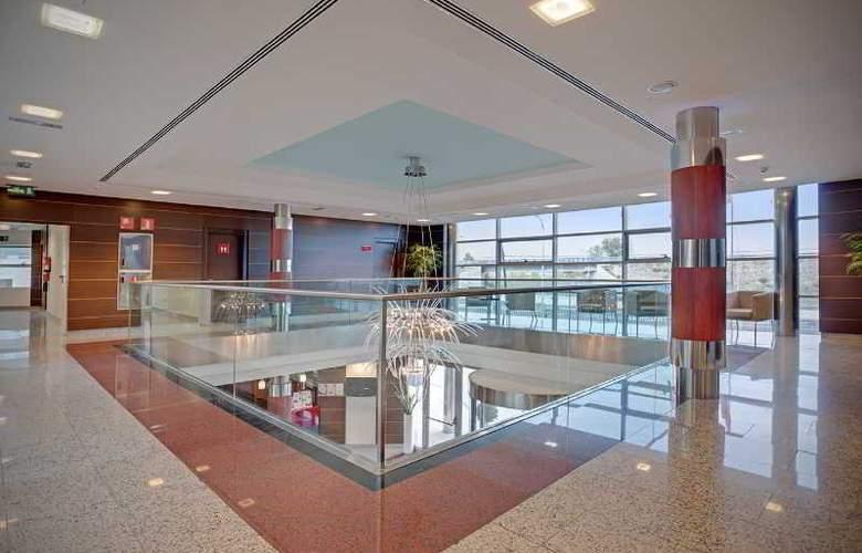 Crowne Plaza Madrid Airport - General - 13