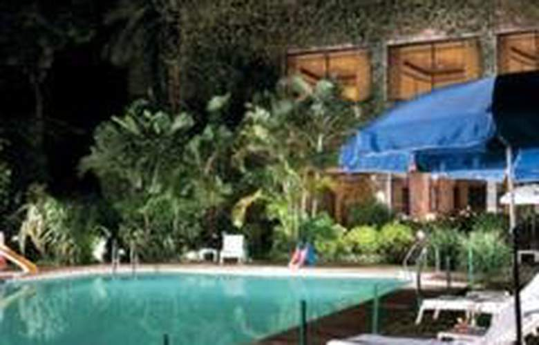 Vivanta by Taj - M G Road, Bangalore - Pool - 0