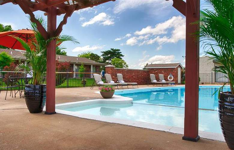 Best Western Coach House Inn - Pool - 141