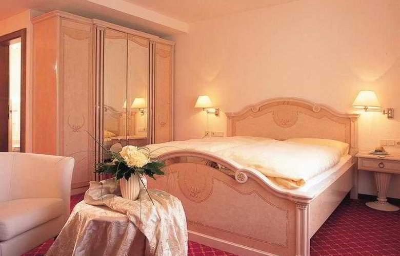 Romantik Hotel Schwarzer Adler - Room - 3
