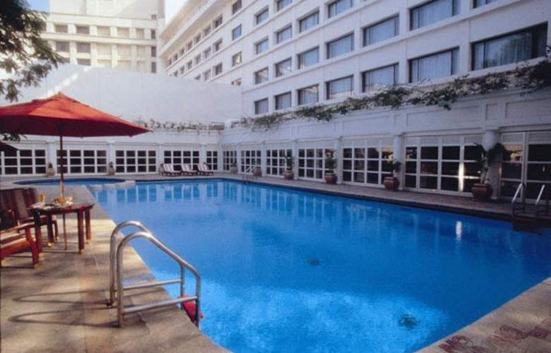 Sheraton Park Hotel And Towers - Pool - 7
