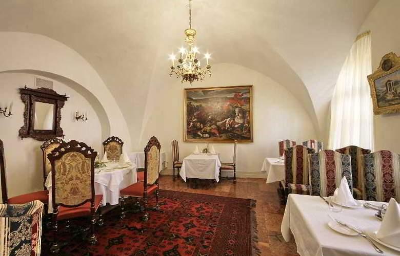 St George Residence - Restaurant - 18