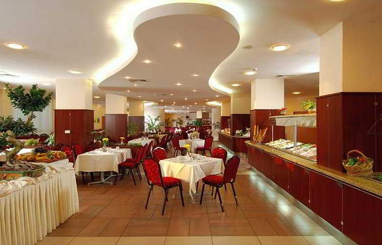 DoubleTree by Hilton Varna - Golden Sands - Restaurant - 10