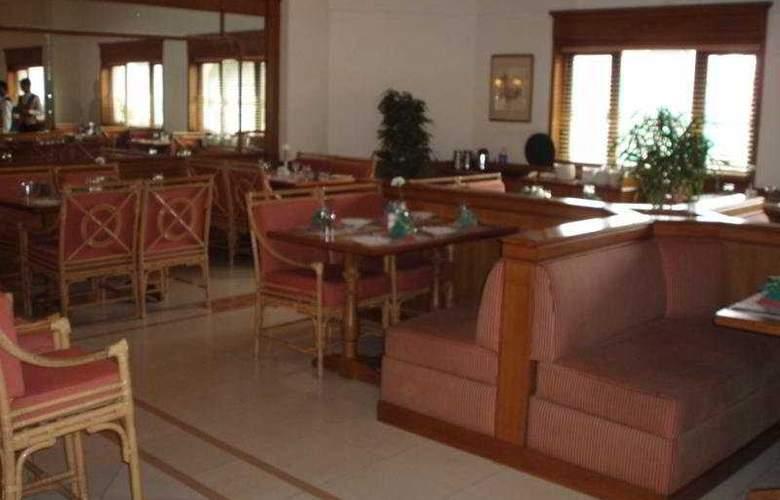Abad Atrium - Restaurant - 9