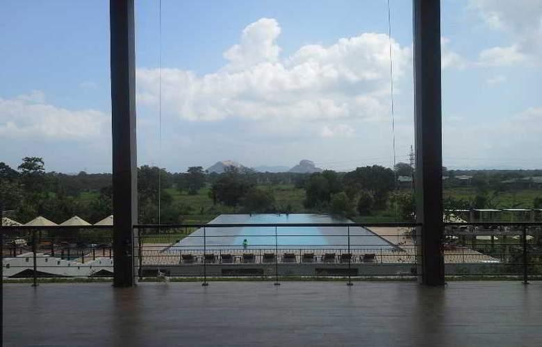 Aliya Resort and Spa - Hotel - 13