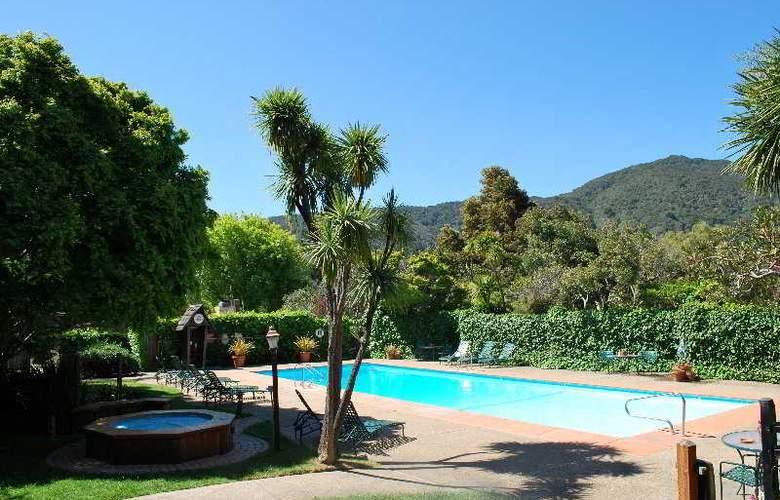 Carmel Valley Lodge - Pool - 3