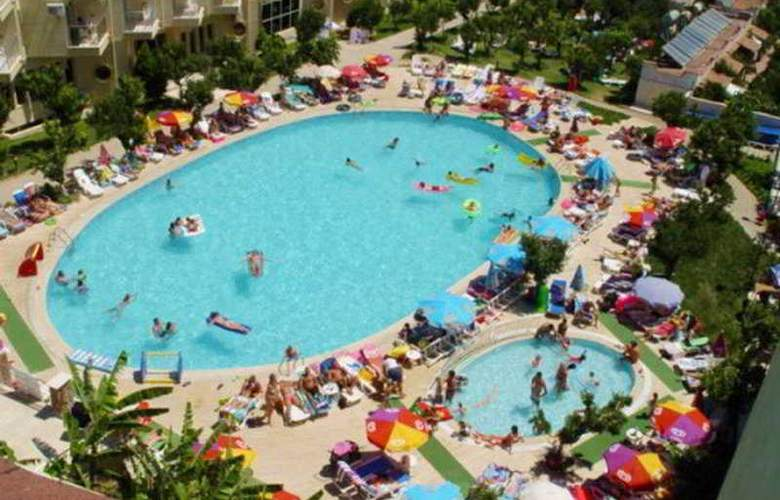 Caprice Beach Hotel - Pool - 7