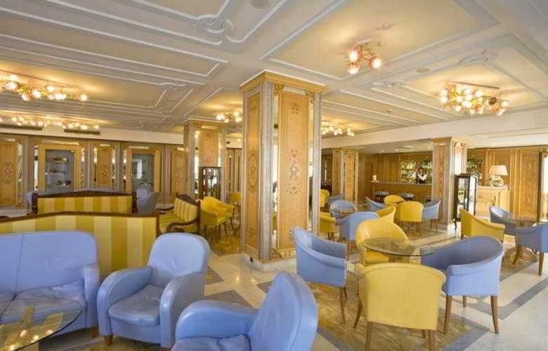 Grand Hotel Flora - Hotel - 0