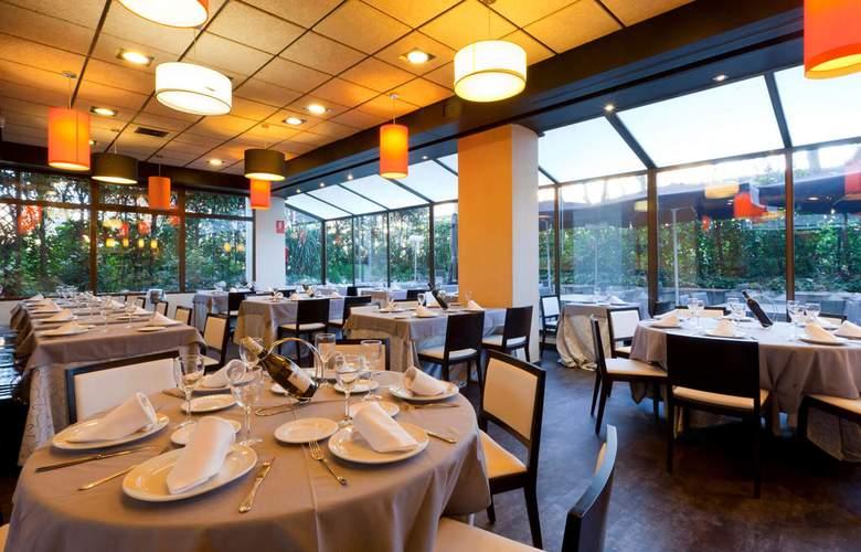 Senator Barajas - Restaurant - 15