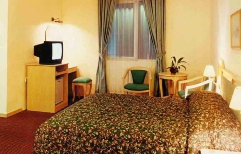 Losari Blok M Hotel - Room - 2