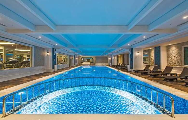 Elite World Business - Pool - 3