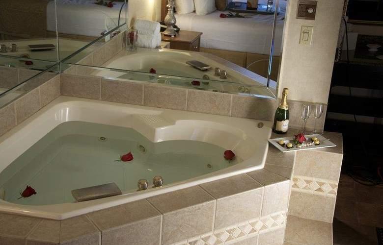 Best Western Plus Innsuites Phoenix Hotel & Suites - Pool - 69