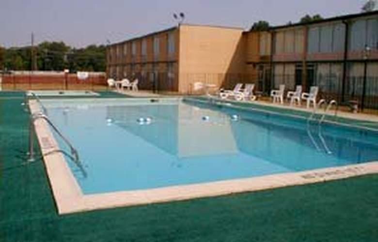 Quality Inn & Suites (Lumberton) - Pool - 4