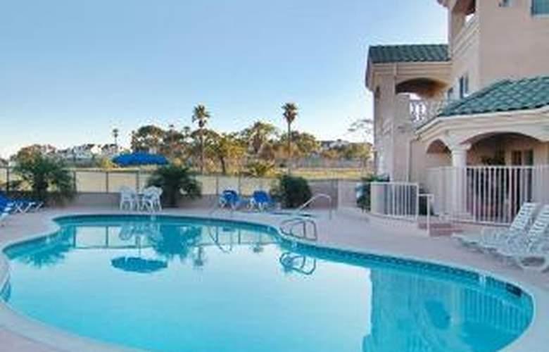 Comfort Suites Marina - Pool - 6