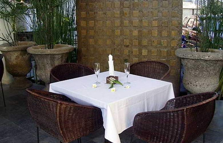 Bali Court Hotel and Apartments - Restaurant - 3