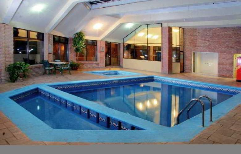 American Business Airport - Pool - 3