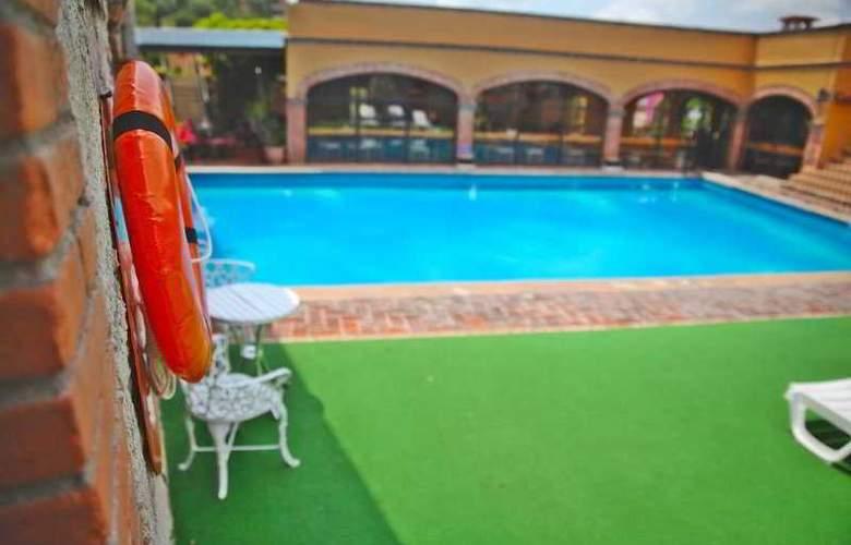 La Abadia Plaza - Pool - 18