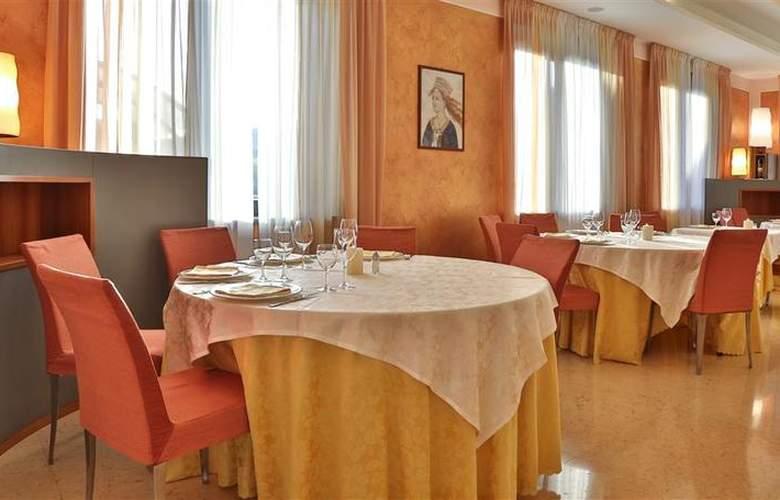 Best Western Cavalieri della Corona - Restaurant - 48