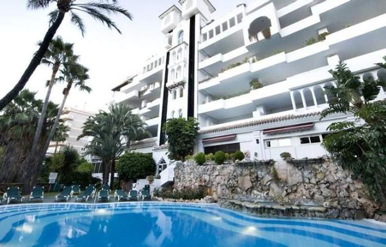 Monarque Sultan Aparthotel - Pool - 25