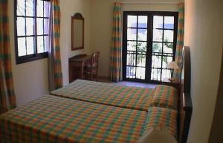 Las Mozas Apartamentos - Room - 2