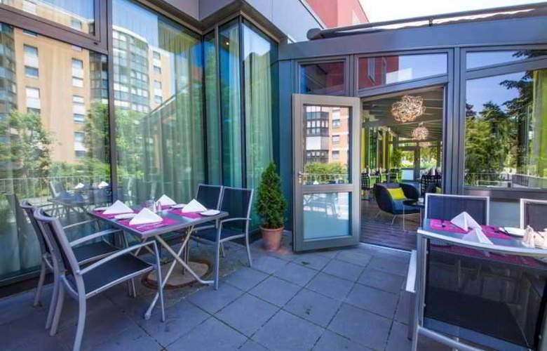 Novina Tillypark Hotel - Terrace - 6