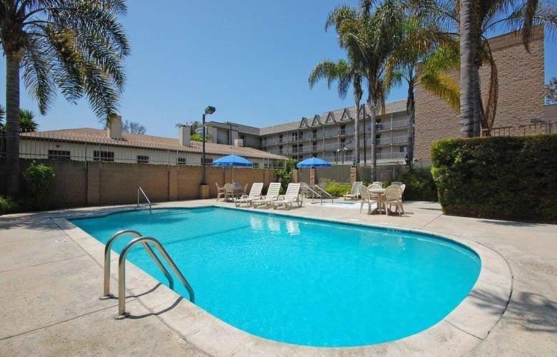 Best Western Airpark Hotel - Pool - 71