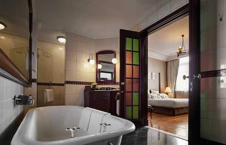 Eastern and Oriental Hotel Penang - Room - 25