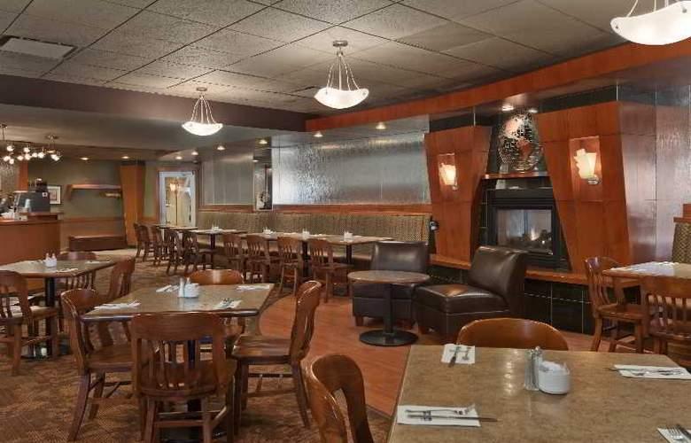 Travelodge Hotel & Conference Centre Regina - Restaurant - 4