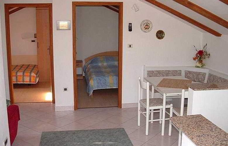 Apartmani Ivanka - Room - 4