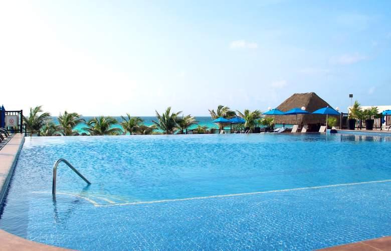 Seadust Cancún Family Resort - Pool - 25