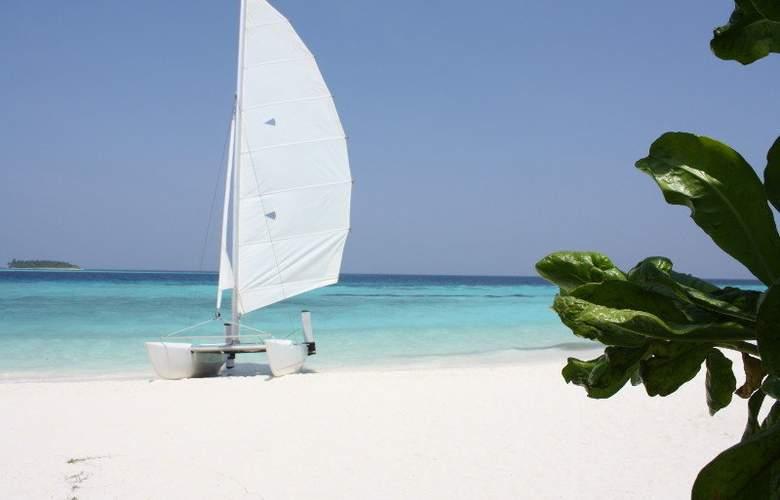 Komandoo Maldive Island Resort - Beach - 16