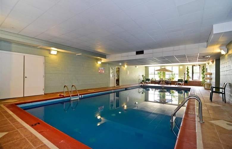 Best Western Plus Concordville Hotel - Pool - 98