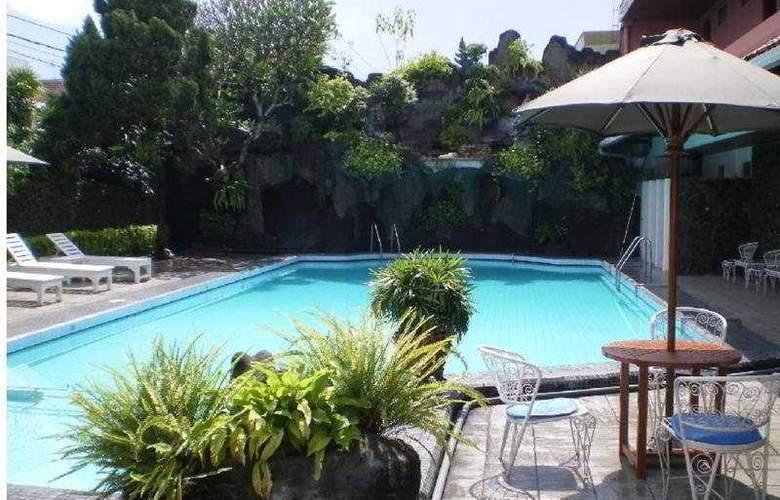 Puri Artha - Pool - 2