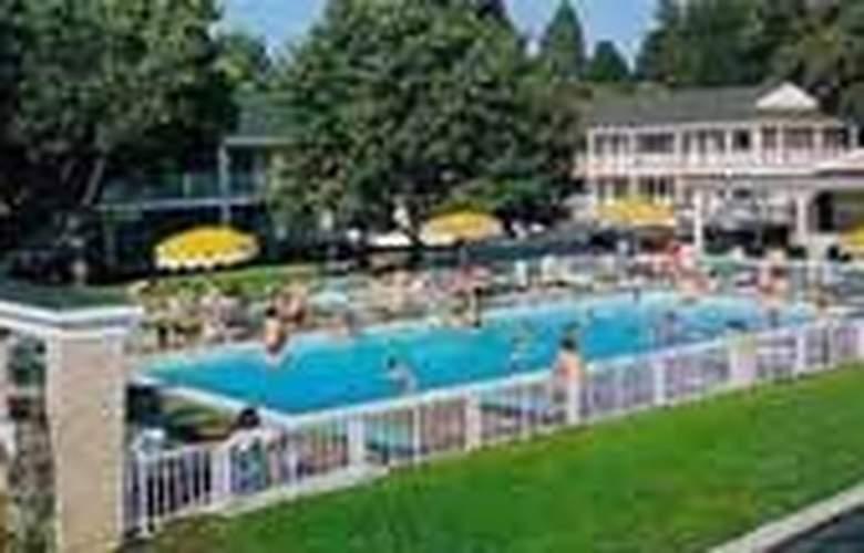 Quality Inn Gettysburg Motor Lodge - Pool - 3