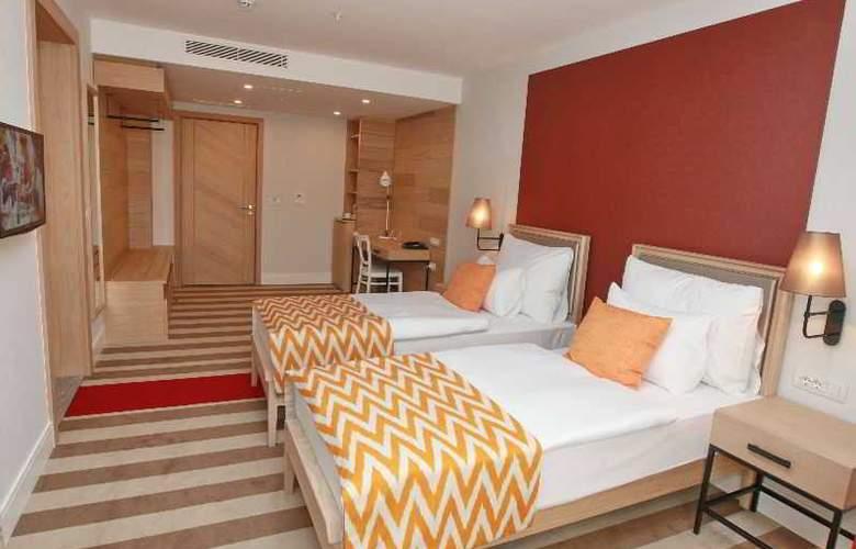 Budva - Room - 10