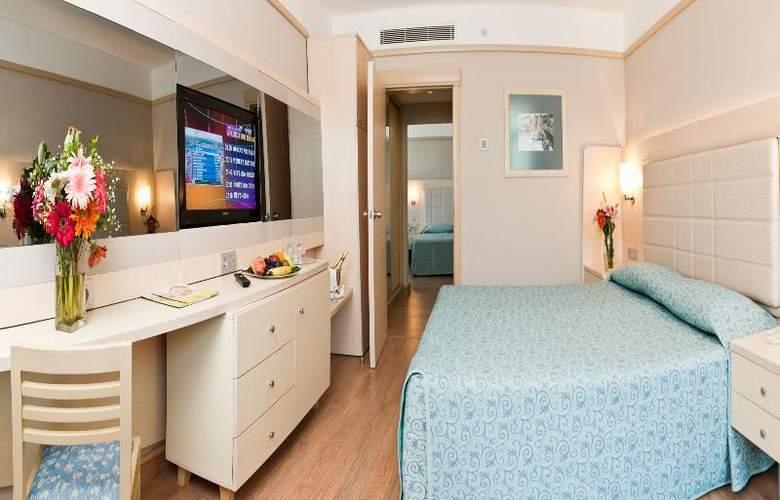Golden Coast Resort - Room - 13